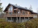 Suter�n domu je zd�n�, p��zem� a prvn� patro maj� obvodov� a vnit�n� st�ny z