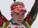 Gabriela Soukalová v cíli stíhacího závodu.