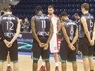 Basketbalist� Nymburka a Montepaschi Siena dr�� minutu ticha k uct�n� pam�tky...