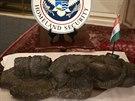 Pískovcový bódhisattva je jednou ze tří pískovcových soch, kterou USA vrátily...