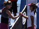 Li Na (vpravo) jde mezi šestnáct nejlepších na Australian Open. Lucie Šafářová...