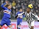 UDRŽÍ MÍČ NA HLAVĚ? Paul Pogba z Juventusu Turín (vpravo) měl co dělat, aby...