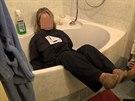 Vyšetřovací pokus policie k případu. Muž z obce u Smiřic údajně topil manželku...