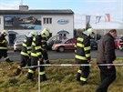 Výbuch při otevírání doručeného balíčku zabil člověka. Další dva zranil.