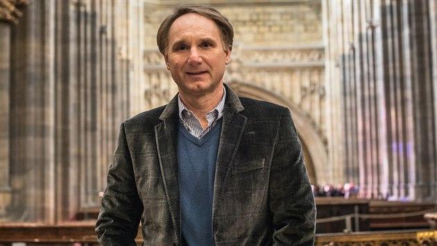 Spisovatel Dan Brown si prohlédl také katedrálu sv. Víta na Pra�ském hrad�. A...
