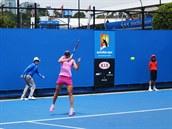 ČESKÉ DERBY. Lucie Hradecká bojovala ve 2. kole Australian Open s Lucií...