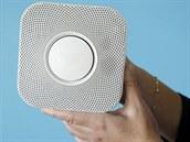 Chytrý detektor kouře a úniku plynu od společnosti Nest.