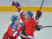 Ondřej Němec (vlevo) a Jiří Sekáč ze Lva Praha se radují z gólu.