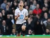 ALE NE... Nabil Bentaleb z Tottenhamu lituje zahozené šance v utkání proti Crystal Palace.