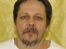 Třiapadesátiletý vrah a sexuální násilník Dennis McGuire na archivním snímku.
