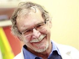 Profesor Jan E. Dyr, náměstek pro vědu a výzkum Ústavu hematologie a krevní...