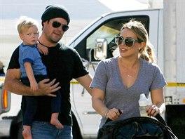 Hilary Duffov� s man�elem Mikem Comriem a jejich synem