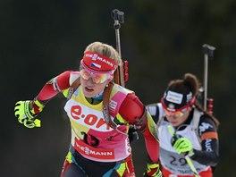 ZA ÚSPĚCHEM. Gabriela Soukalová na trati  vytrvalostního závodu v Ruhpoldingu.