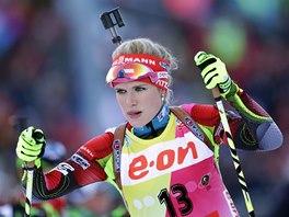 JDE NA TO. Gabriela Soukalová na trati  vytrvalostního závodu v Ruhpoldingu.