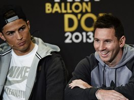 Cristiano Ronaldo (vlevo) a Lionel Messi na tiskové konferenci před vyhlášením...