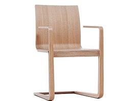 U židle Mojo se technologie ručního ohýbání použila i do pérové podnože.