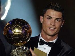Cristiano Ronaldo se po letech dočkal, Zlatý míč pro rok 2013 patří jemu.