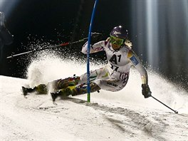 Šárka Strachová na trati slalomu ve Flachau.