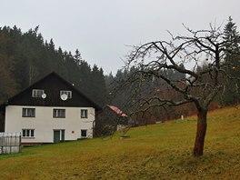 Chatovou osadu a letní tábor najdeme nedaleko Klášterce na Orlicí před vstupem
