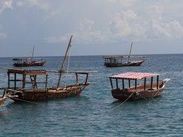 Turisté si mohou pronajmout tradiční loďku a prohlédnout si hlavní město z moře.