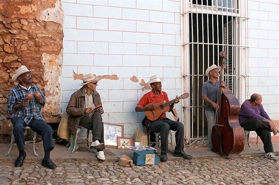 Hudba hraje na ostrově obrovskou roli. Uslyšíte jí tady každý večer a tančí se...