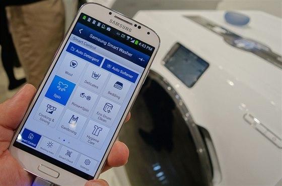 Pračka budoucnosti? Barevný dotykový displej, ovládání přes internet,...