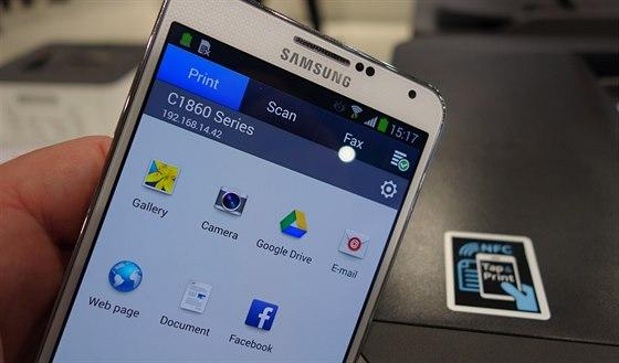 Párování telefonu a tiskárny je díky NFC triviální. A díky aplikaci i velmi...