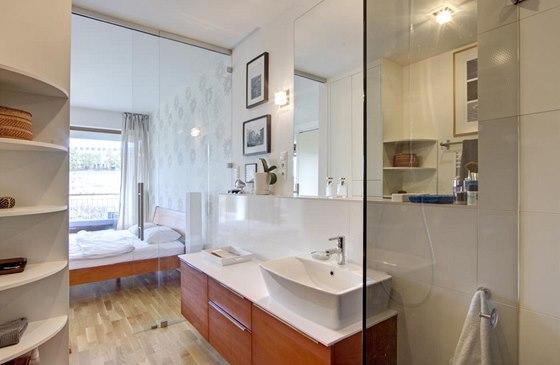 Díky transparentnosti přední stěny se mohou majitelé při sprchování kochat