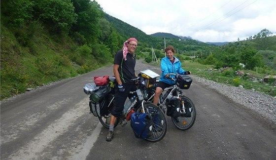 Lucie Kratochvílová s přítelem cyklistou Zbyňkem Vintrem na loňské cyklocestě z