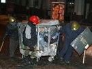 Kyjev: kontejner na odpadky, ideální materiál na budování barikád (26. ledna...