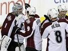 Hokejisté Colorada po výhře na ledě Dallasu chválí brankáře Semjona Varlamova.
