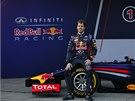 ŠAMPION PŘI PREZENTACI. Sebastian Vettel s novým vozem před další sezonou
