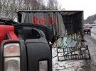 Nehoda nákladního vozu převážející skleněné tabule u Staré Boleslavi...