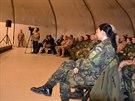 Vojáci v Afghánistánu při diskuzi s Milošem Zemanem.