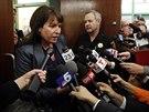 Advok�tka rodiny Munozov�ch Heather Kingov� odpov�d� novin���m po vynesen�...