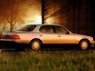 Lexus LS 400 byl pov�stn� i malou hlu�nost� uvnit� vozu.