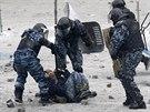 Ukrajinsk� ozbrojen� slo�ky zatkly od �tern�ho ve�era des�tky lid� kv�li...