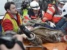 Záchranáři v centru Kyjeva ošetřovali desítky poraněných lidí (22. ledna 2014).