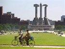 Památník založení Dělnické strany zdobí ulici Munsu v severokorejském...