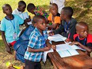 Kamerunské děti, které před pár dny absolvovaly cestu Toulavým autobusem do...