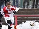Slávista Tomáš Necid střílí na bránu v přípravném utkání proti Žižkovu.