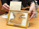 Kus obvazu z mumie jednoho z nejvýznamnějších egyptských faraonů Ramesse II....