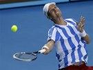 MÍČEK PRO DIVÁKY. Tomáš Berdych slaví postup do semifinále Australian Open.