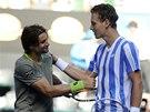 DVA GLADIÁTOŘI. Tomáš Berdych přijímá gratulaci Davida Ferrera ve čtvrtfinále