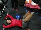 Zuzana Hejnová se zraněnou nohou v posilovně.