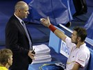 DEBATA S ROZHODČÍM. Stanislas Wawrinka ve finále Australian Open.