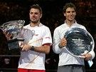 S TROFEJEMI. Vítězný Stanislas Wawrinka (vlevo) a Rafael Nadal po finále