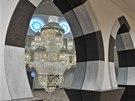 Ženskou část hlavní modlitebny nové mešity Jamia Mosque Sultania oddělují
