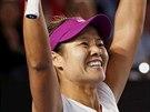 Čínská tenistka Li-Na se raduje z finálového vítězství nad Dominikou Cibulkovou...