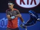 LÉTAJÍCI RUČNÍK II. I Rafael Nadal v průběhu finále ukázal, že s ručníkem házet...